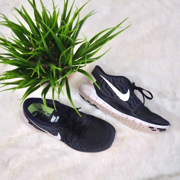 info for ee6e6 8f25a NIKE Free 5.0 Sneakers Running Shoes. M 5be1053e7386bc10d538a30f